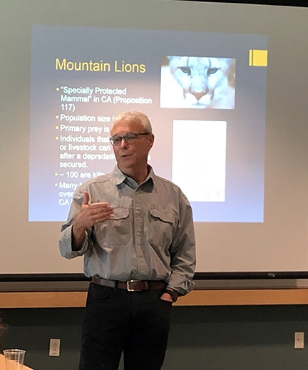 Dr. Robert Poppenga delivering a lecture of wildlife rescue and zoonotic disease at UC Davis School of Veterinary Medicine